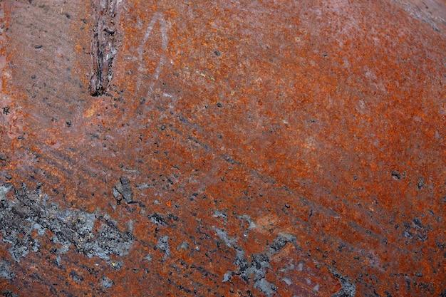 Rdza na tle starej ściany. tekstura metalu