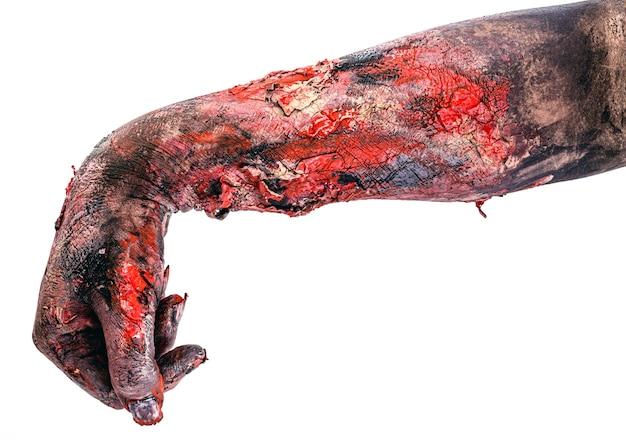 Realistyczne zombie ręka w dół, martwa ręka, pokonany, copyspace, halloweenowa ręka.