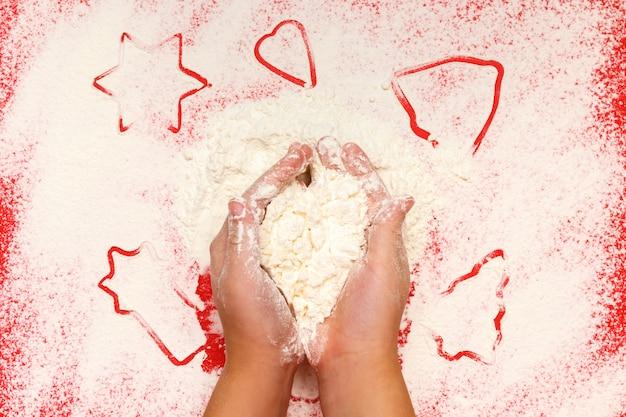 Ręce gwiazda drzewo dzwon serce mąki na czerwono