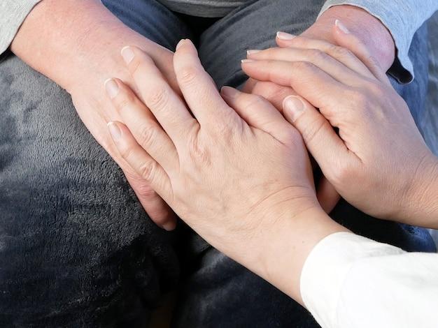 Ręce lekarza i pacjenta, makro