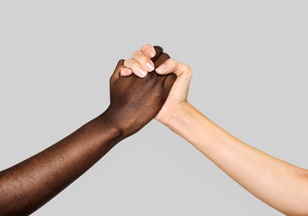 Ręce razem na białym tle