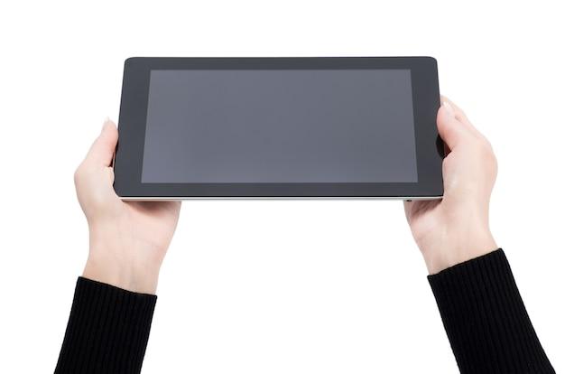 Ręce, trzymając cyfrowy tablet na białym tle