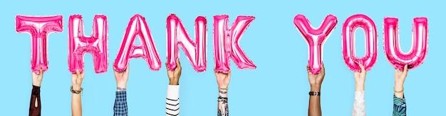 """Ręce trzymające balony z napisem """"dziękuję"""""""