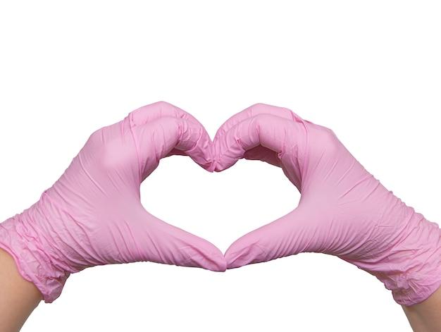 Ręce w różowych rękawiczkach medycznych w kształcie serca, z miłością do lekarzy świata, odizolowane na białej, kopiowanej przestrzeni