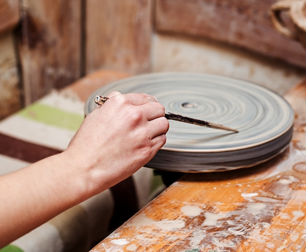Ręce z gliny
