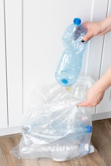 Recykling kobiet dla dobrego środowiska