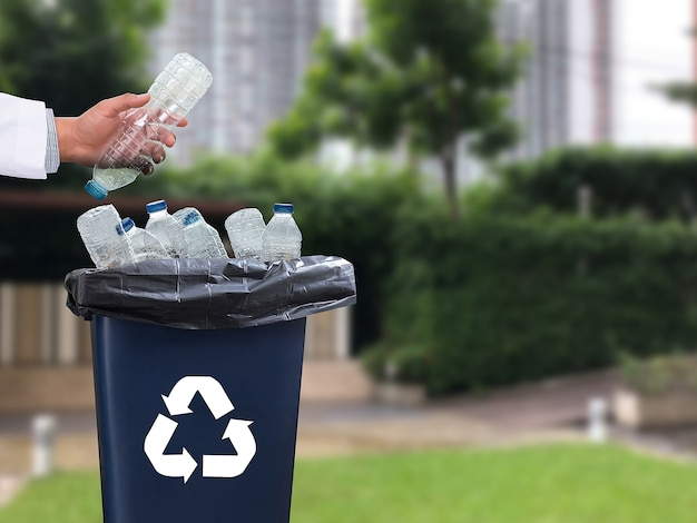 Recykling śmieci składający się ze szkła oszczędności plastikowe plastikowe środowisko redukuj śmieci
