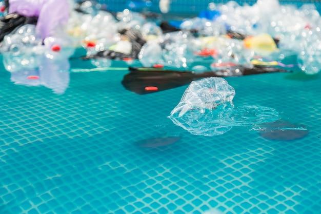 Recykling tworzyw sztucznych, zanieczyszczenie i koncepcja ochrony środowiska - środowiskowy problem zanieczyszczenia plastikowymi śmieciami w oceanie
