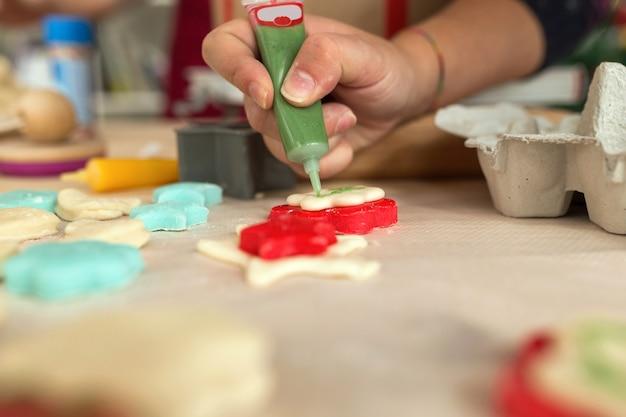 Ręczne dekorowanie ciasteczek
