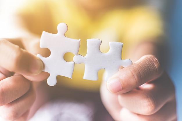Ręczne łączenie puzzli