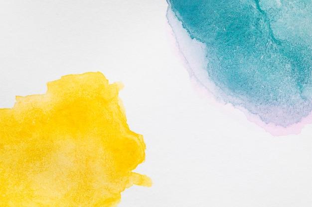 Ręcznie malowane plamy w odcieniach żółtego i niebieskiego