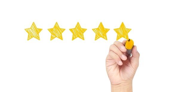 Ręcznie narysuj pięć gwiazdek. koncepcje oceny i przeglądu