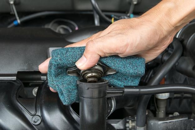 Ręcznie otwierana metalowa pokrywa zaworu na chłodnicy do chłodzenia silnika