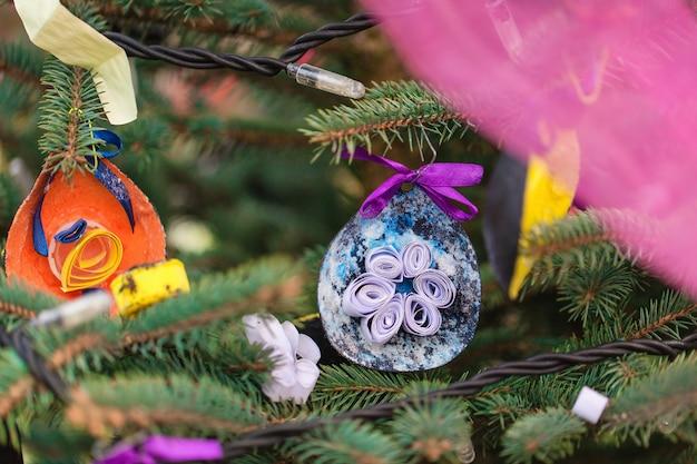 Ręcznie robiona dekoracja na choinkę
