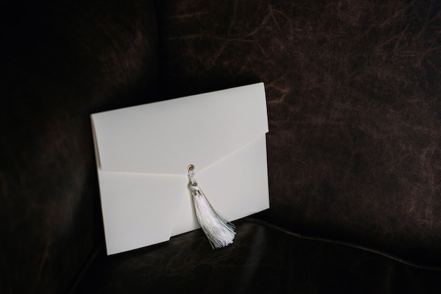 Ręcznie robiona koperta na prezent. zaproszenia ślubne. skopiuj miejsce