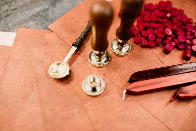 Ręcznie robione, autorskie pieczęcie woskowe, stosowane logo