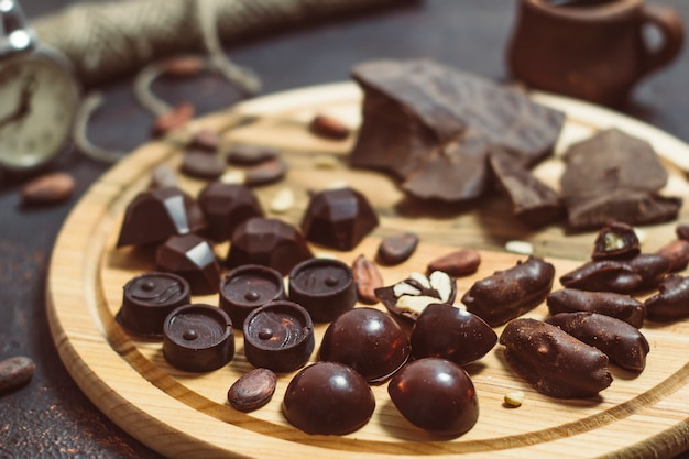 Ręcznie robione czekoladki. słodycze.