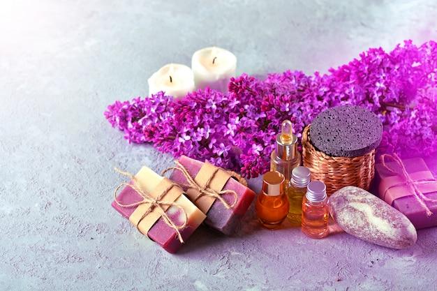 Ręcznie robione mydło, aromatyczne świece, kwiaty bzu, aromatyczne olejki i kamienie