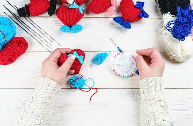 Ręcznie robione rękodzieło na szydełku, dziane zabawki amigurumi.