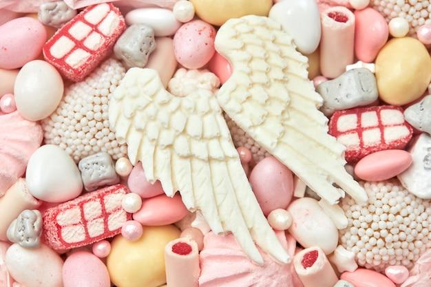 Ręcznie robione słodycze i biała czekolada jako prezent, zbliżenie
