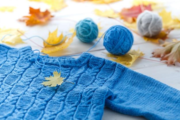 Ręcznie robione ubrania z wełny dla zabawek i dzieci