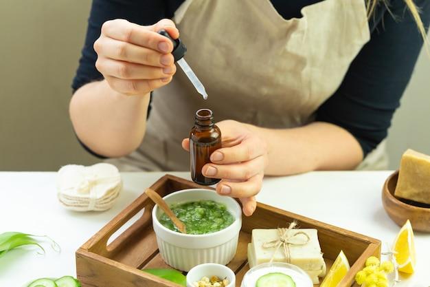 Ręcznie robiony krem z organicznymi naturalnymi składnikami
