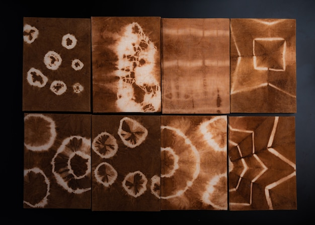 Ręcznie robiony notatnik, wykonany z naturalnie barwionej tkaniny i papieru