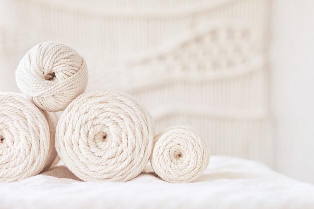 Ręcznie robiony splot makramy i bawełniane nici