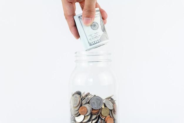 Ręcznie umieścić makiety gotówki w szklanym bottle.finance, koncepcja gospodarki. koncepcja oszczędności pieniędzy.