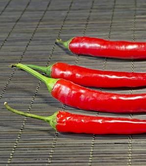 Red hot chili peppers na bambusowej serwetce