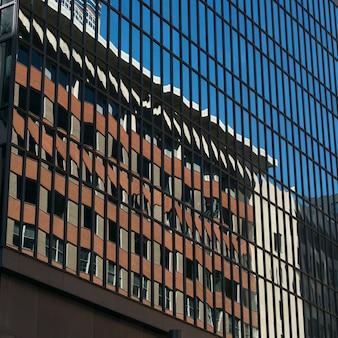 Refleksje na temat nowoczesnego budynku ze szkła, minneapolis, hrabstwo hennepin, minnesota, usa