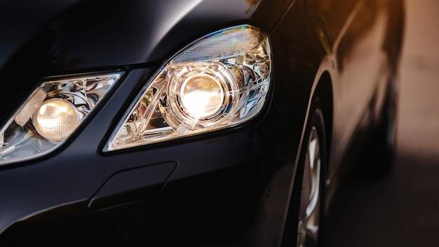 Reflektor ksenonowy nowoczesnego samochodu