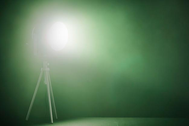 Reflektor z zieloną lampą