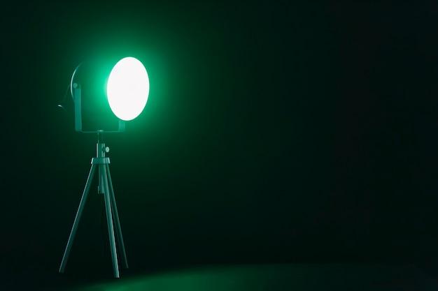 Reflektor ze szmaragdowym światłem