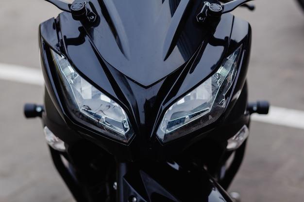 Reflektory motocykla sportowego