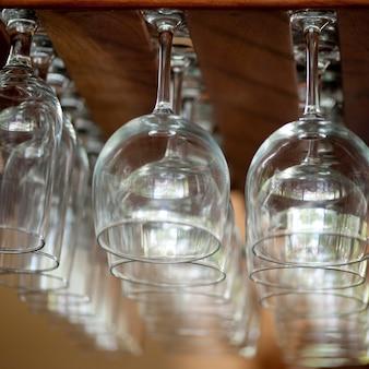 Regał ze szkłem w kostaryce