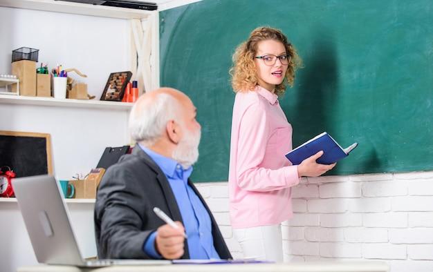 Regularna lekcja szkolna. wskazówki dotyczące udanej lekcji. lekcja w szkole nauczyciela i ucznia. edukacja to proces ułatwiający uczenie się lub nabywanie wiedzy, umiejętności ceniących przekonania i nawyki.