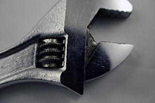 Regulowane zbliżenie klucza stali, metali