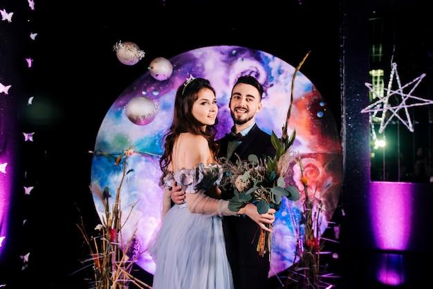Rejestracja stylowego małżeństwa młodej pary młodej dekoracje concept svadebnogo w stylu przestrzeni