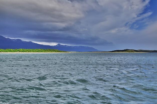 Rejs na kanale beagle blisko miasta ushuaia, tierra del fuego, argentyna