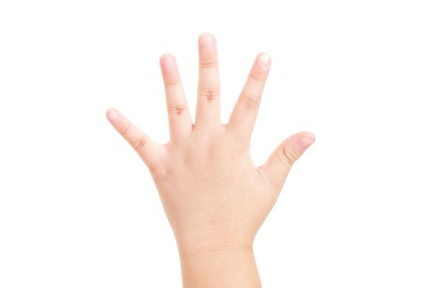 Ręka chłopca pokazała symbol pięciu palców na na białym tle