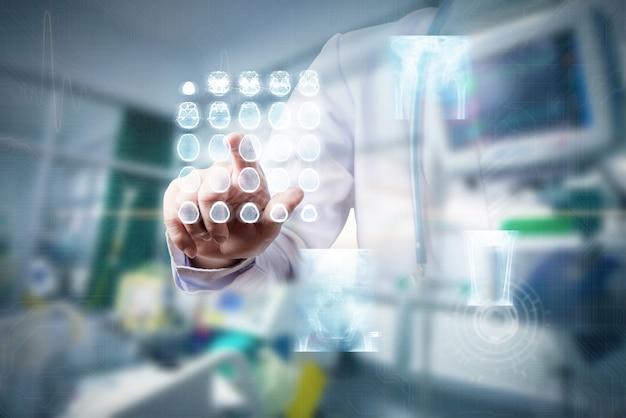 Ręka dotykająca ekranu hologramu rentgenowskiego w pokoju icu, futurystyczna koncepcja