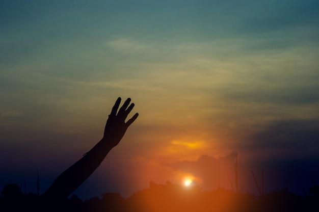 Ręka i cień w rogu