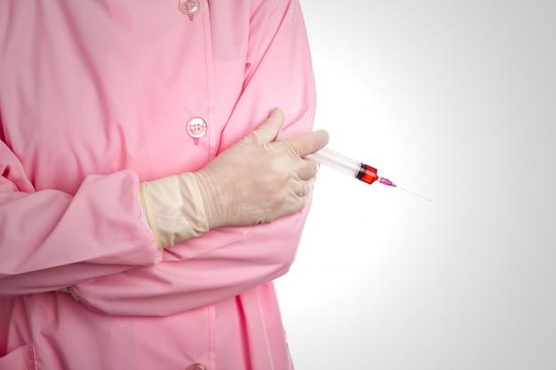 Ręka kobieta lekarza z strzykawki