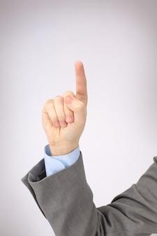 Ręka mężczyzny pokazuje symbol