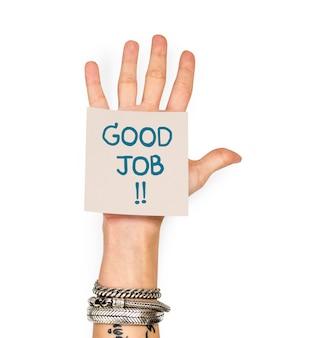 Ręka pokazuje kleistą notatkę z dobrą pracą