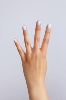 Ręka pokazuje numer cztery. gest lub znak odliczania. język migowy
