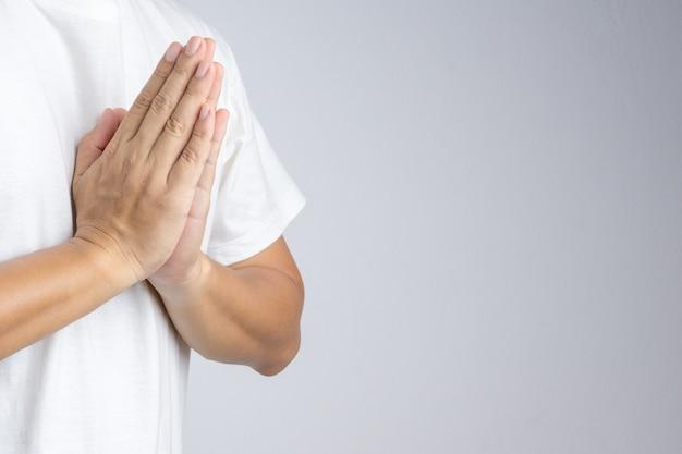 Ręka robi buddyjskiemu modemu gestowi lub powitanie kulturze, wai, w tajlandia
