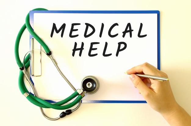 Ręka sprawia, że napis w dokumencie. pojęcie medyczne.