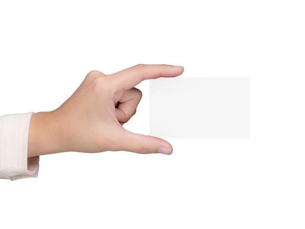 Ręka trzyma białą pustą wizytówkę renderującą 3d